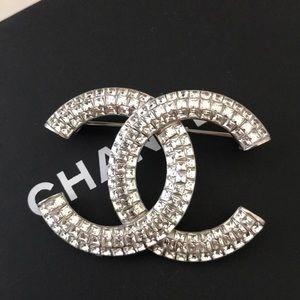 Chanel strass crystal cc brooch
